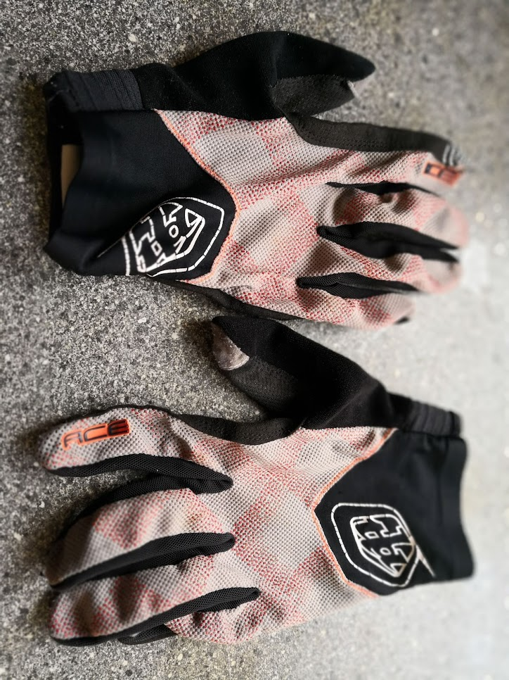 TLD Ace gloves